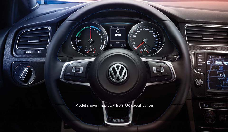 Volkswagen Golf GTE VII interior view steering wheel large thumbnail