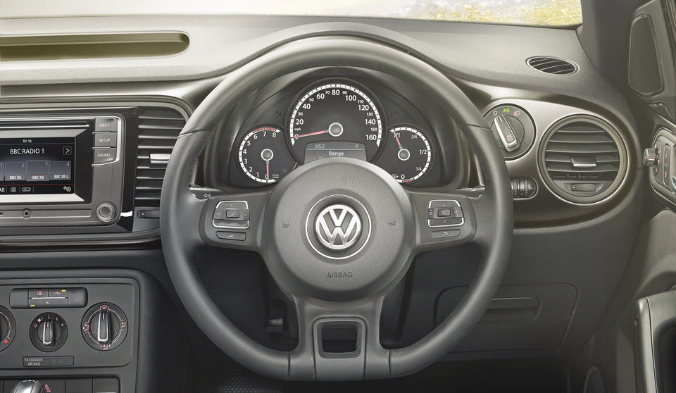 Volkswagen Beetle NF interior view steering wheel