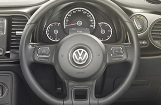Volkswagen Beetle NF interior view steering wheel thumbnail
