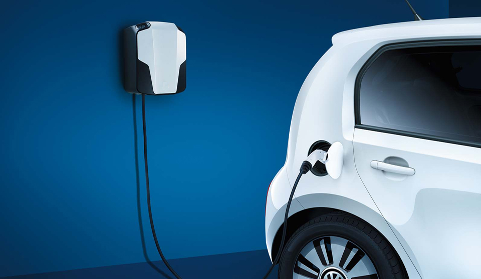 Volkswagen e-Up exterior view right side rear charger large