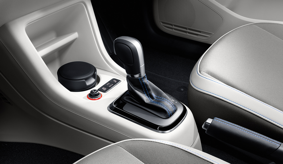 Volkswagen e-Up interior view gearstick large