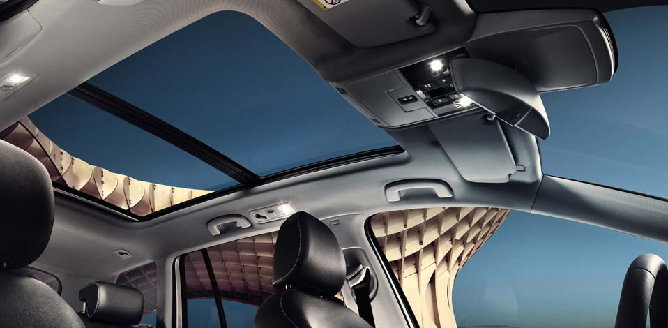 Volkswagen Golf Estate VII interior view sunroof large thumbnail
