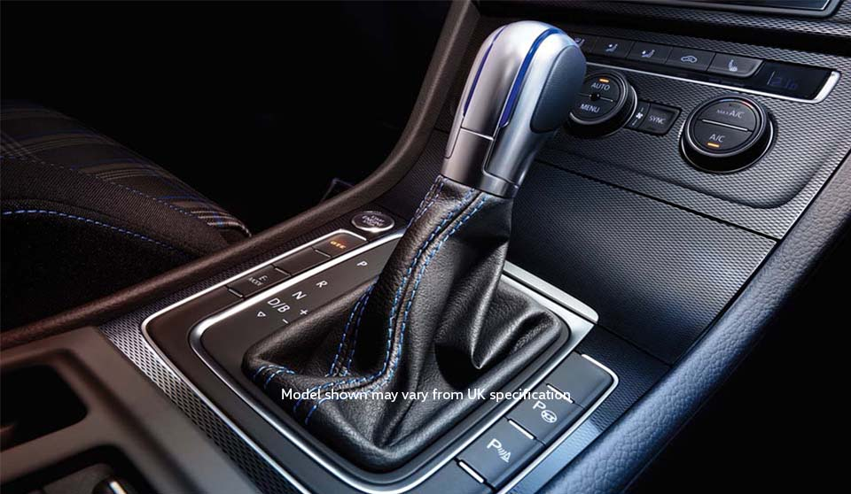 Volkswagen Golf GTE VII interior view gearstick large thumbnail