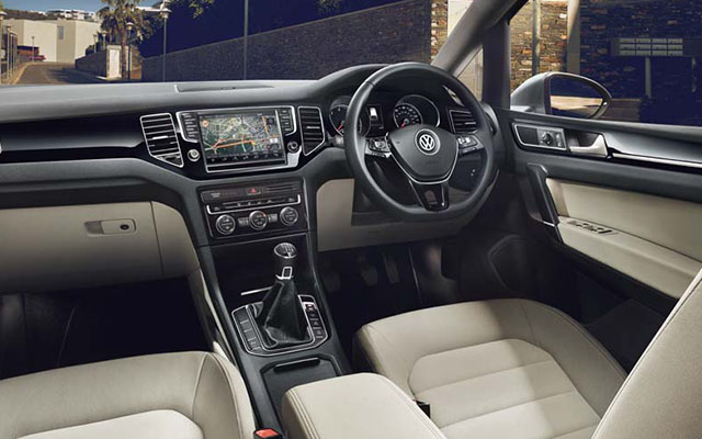Volkswagen Golf SV interior view front seats