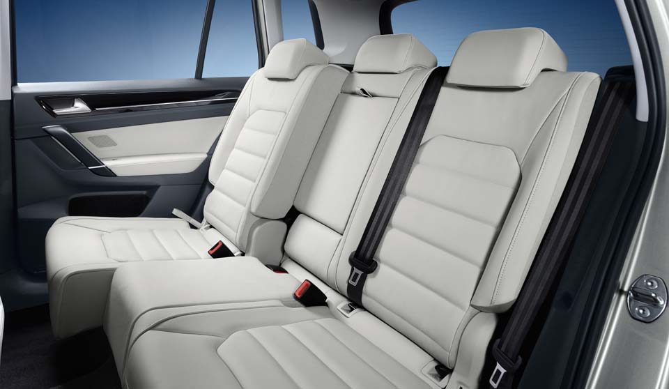 Volkswagen Golf SV interior view rear seats large
