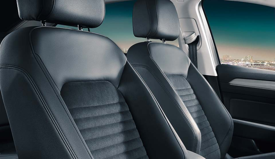 Volkswagen Passat Estate VIII interior view front seats large