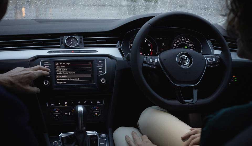 Volkswagen Passat VIII Interior View Front Seats Large