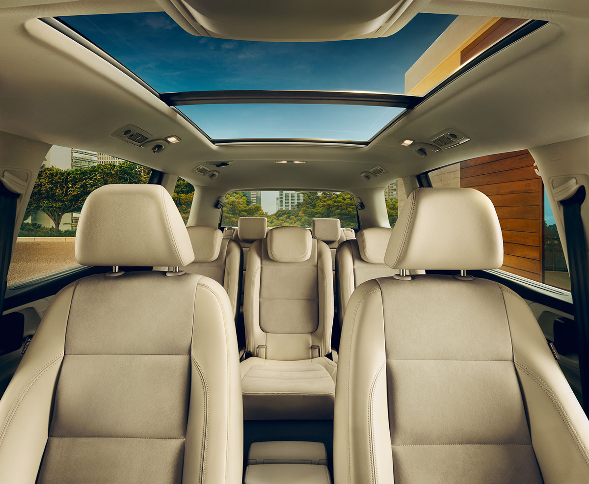 Volkswagen Sharan FL interior view front and rear seats thumbnail