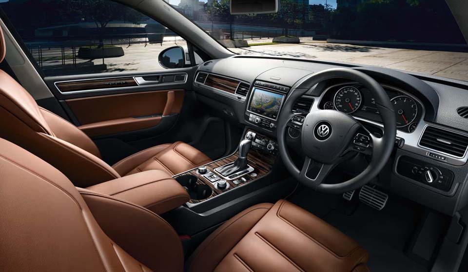 Volkswagen Touareg FL interior view front seats large thumbnail
