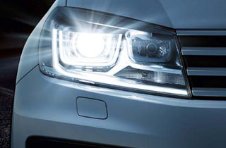 White Volkswagen Touareg FL exterior view front right headlamp thumbnail
