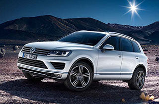 Silver Volkswagen Touareg FL exterior view left side thumbnail