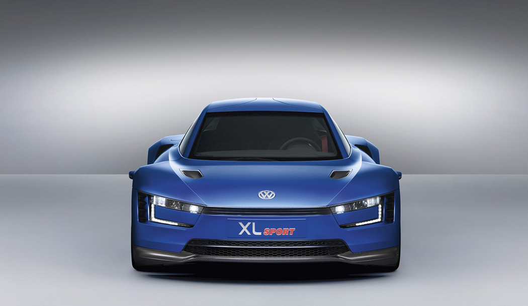 A head on shot of the Volkswagen XL1 Sport