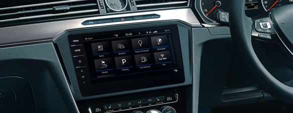 Guide and inform shown on the Passat Estate's dashboard