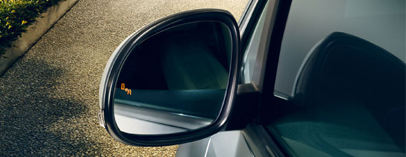Wing mirror showing the illuminated Blind Spot Warning icon