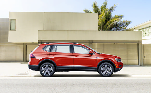 The new Tiguan Allspace in Red