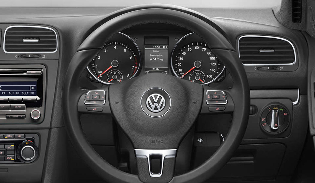 Used Golf Cabriolet dashboard and steering wheel