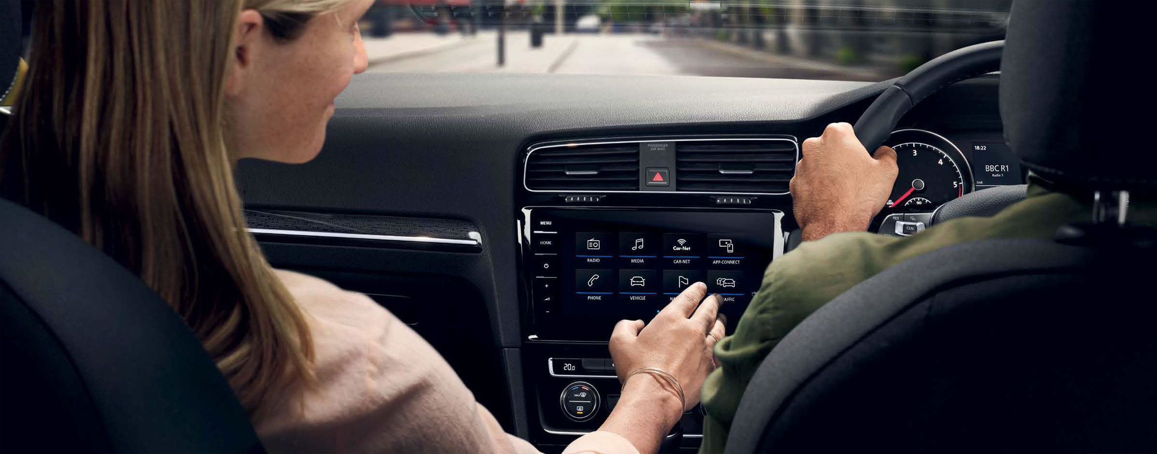 Couple use the infotainment Discover Pro on the new Golf